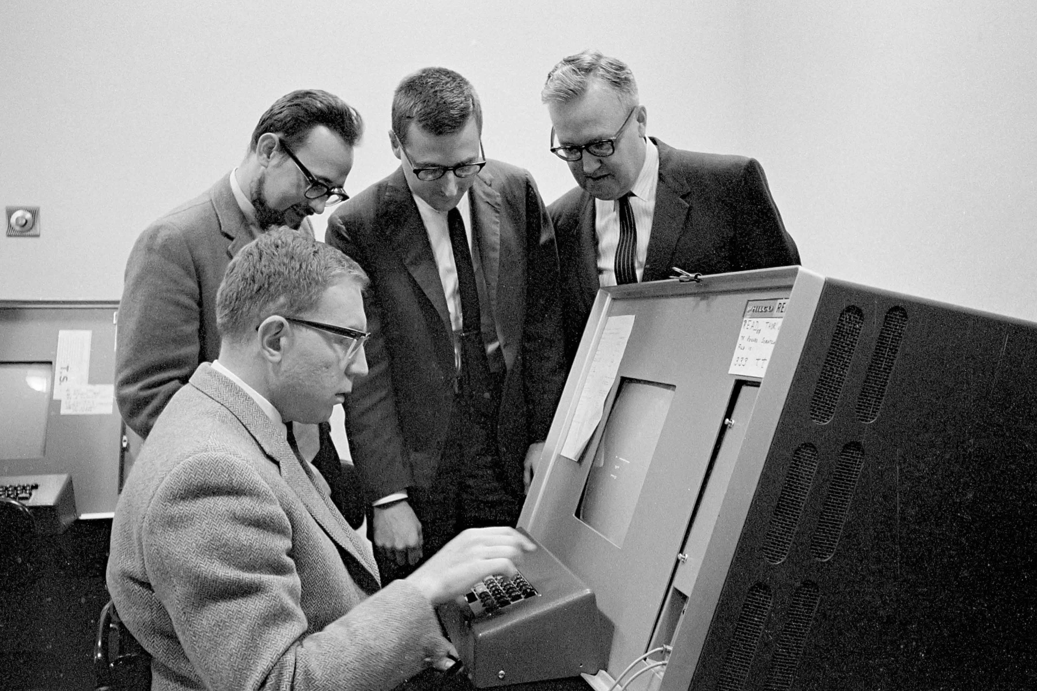 Computer Demo Feigenbaum with Group.jpg